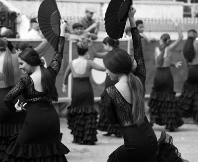 Bailadoras de flamenco en un evento de la Feria 2017