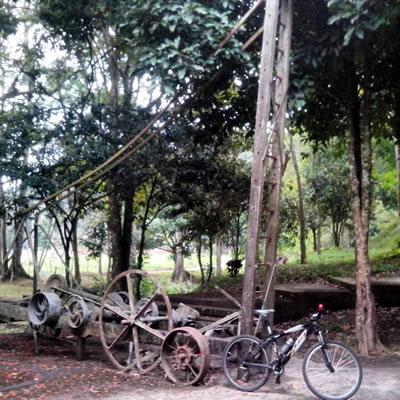 Antiguo taladro en La Petrolia (Rubio)
