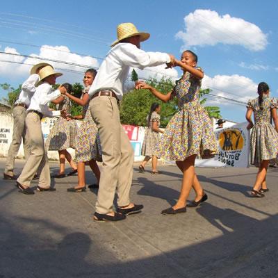 Baile de Joropo en las calles de Elorza